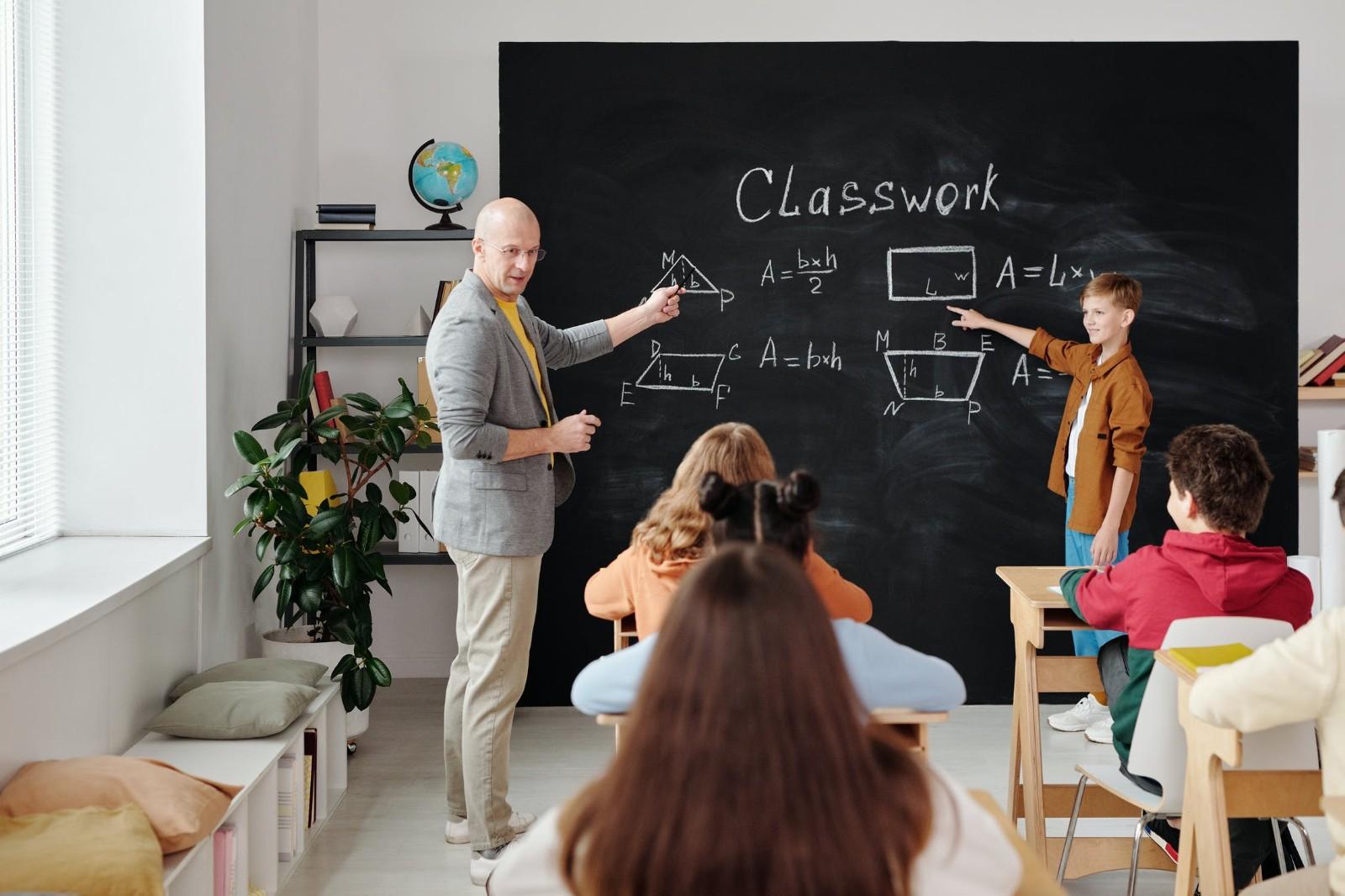 福州教师招聘考试哪个培训班好(教师招聘的年龄限制)