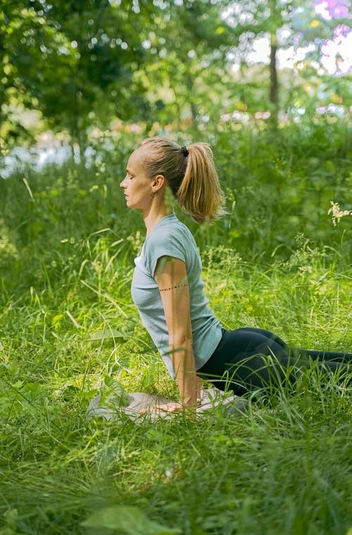 青岛瑜伽教练培训学校哪家(什么材质的瑜伽垫好)