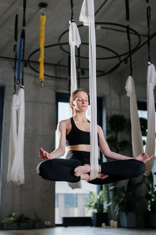 青岛瑜伽教练培训地方(瑜伽笨拙式的作用)