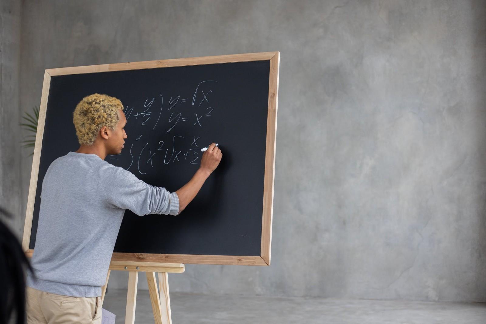西安考教师资格证书用书(考完研再考教师资格证可以吗)