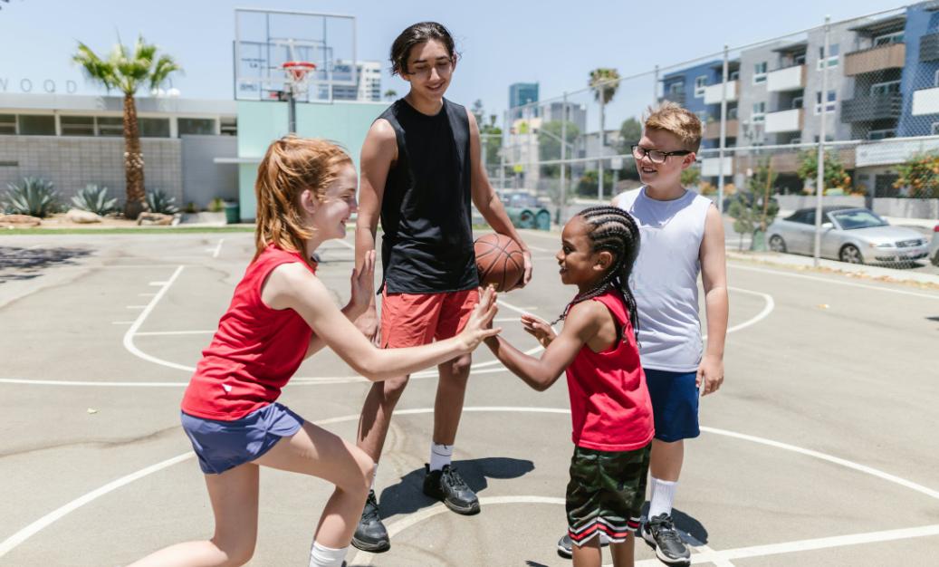 北京儿童篮球培训中心(篮球运动可以改善身体姿态)
