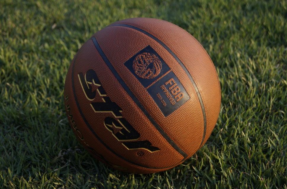 济南小孩篮球基础训练(篮球如何防守呢)