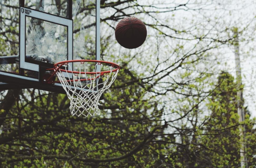 济南高新区学少儿篮球一般多少钱(青少年学习篮球的好处)