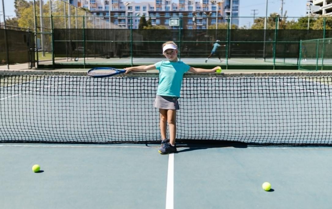 北京新世界附近有没有网球培训班(网球在场外的练习方法)